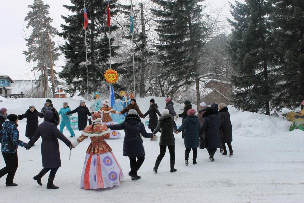 Святки — самый веселый и шумный зимний праздник.